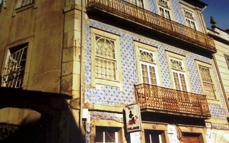 Património | Casa Sousa Fernandes perde azulejos. BE exige classificação das Casas dos Republicanos Famalicenses, Município esclarece intervenção