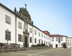 VN Online | I Bienal de Arte Sacra Contemporânea de Braga - Atlas Violeta, Museu Pio XII e CM de Braga