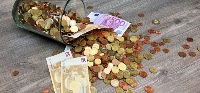 Dinheiro | Poupança das famílias no mais baixo nível de sempre