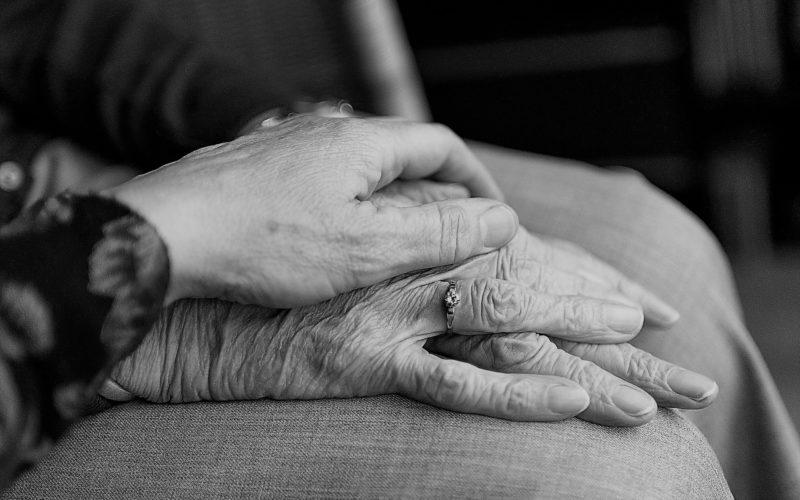 Espaço 60+ | O idoso com demência e a importância de bem cuidar