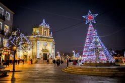 Natal | Barcelos acende a iluminação de Natal com a chegada do Pop Galo de Joana Vasconcelos