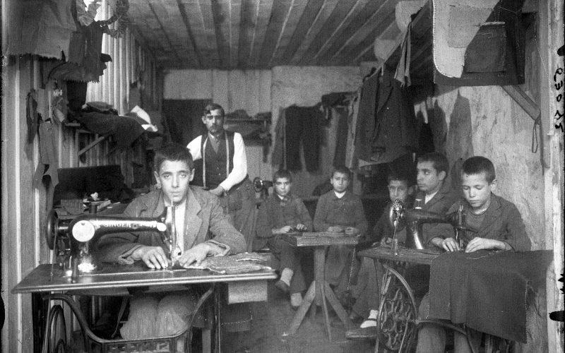 Fotografia | 'Ofícios e Profissões' do arquivo documental da Photo Aliança patente na Estufa do Parque da Ponte