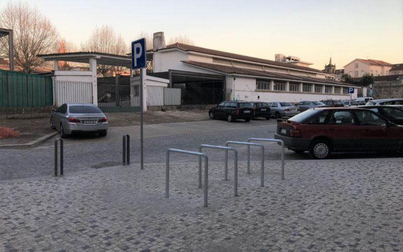 Mobilidade | Braga Ciclável pressiona executivo no sentido de corrigir bicicletários na zona do Mercado Municipal