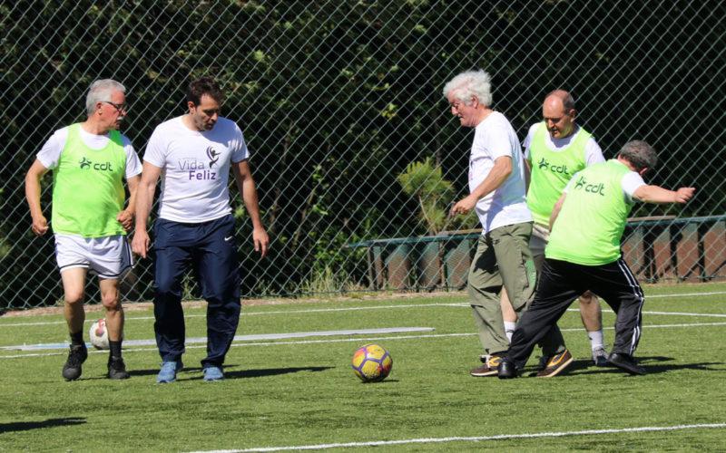 Futebol   'Walking Football' reúne antigos jogadores do Vitória SC e utentes do projeto Vida Feliz