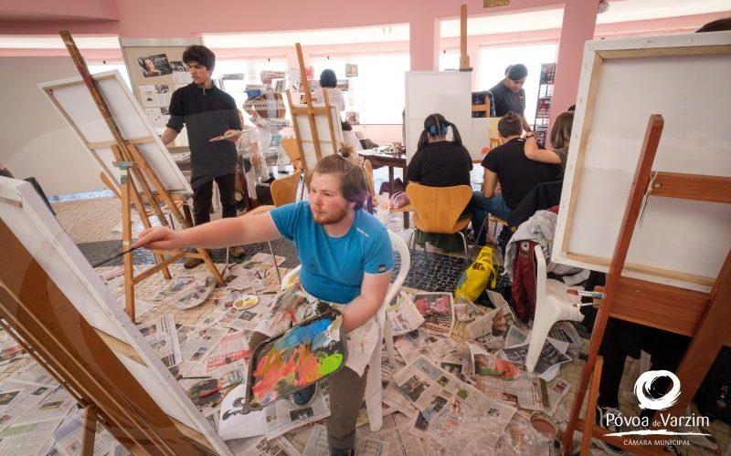 Pintura | Praça dos Pintores da Póvoa de Varzim dá a descobrir jovens talentos nas artes plásticas