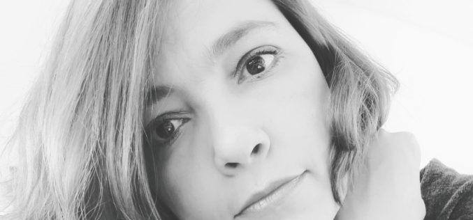 Livros | Manuella Bezerra de Melo apresenta novo poemário 'Pés pequenos pra tanto corpo' em Braga