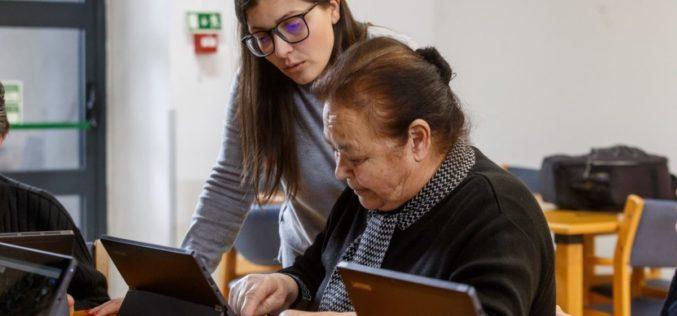 Literacia | Jovens voluntários ensinam séniores a usar Novas Tecnologias em Santo Tirso