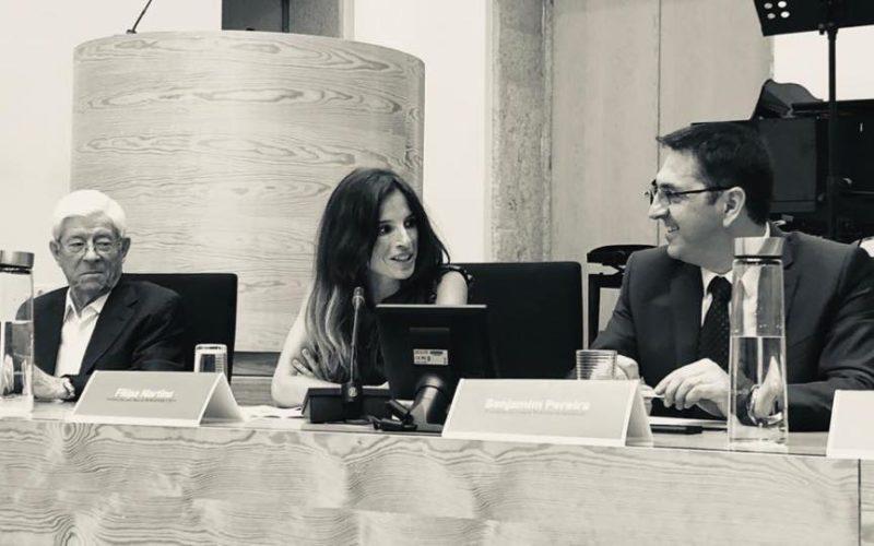 Literatura | Por 'Na Memória dos Rouxinóis', Filipa Martins recebe Prémio Literário Manuel de Boaventura