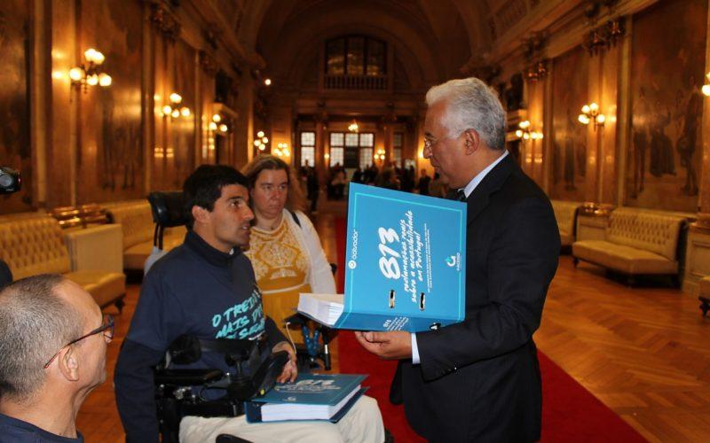 Acessibilidade | Associação Salvador entrega centenas de reclamações a António Costa