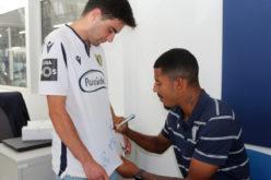 Futebol   Sessão de autógrafos mantém chama famalicense