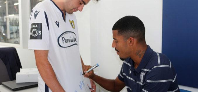 Futebol | Sessão de autógrafos mantém chama famalicense