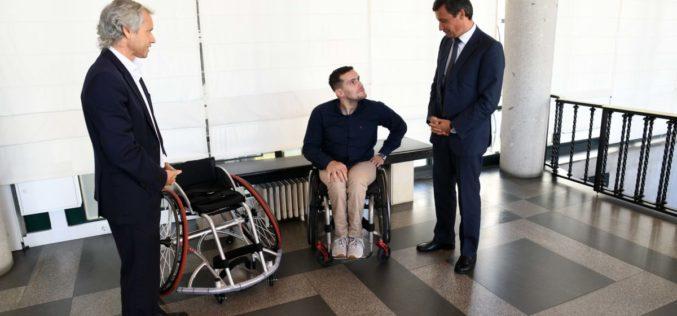 Desporto | Tetracampeão Filipe Carneiro recebe apoio municipal de 5.000 euros para adquirir cadeira de rodas de alta competição