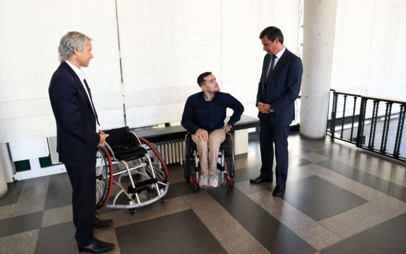Desporto   Tetracampeão Filipe Carneiro recebe apoio municipal de 5.000 euros para adquirir cadeira de rodas de alta competição
