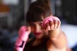 Saúde | Outubro Rosa alerta para riscos hereditários no cancro da mama