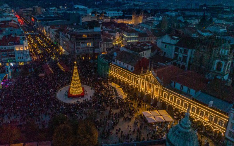Viver | Árvore de Natal no coração da cidade promete fazer as delícias de Bracarenses e visitantes
