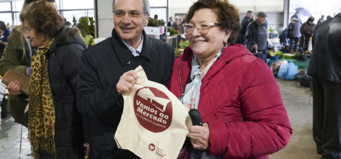 Ambiente | Campanha para redução do uso de plástico arrancou hoje no Mercado Municipal de Guimarães