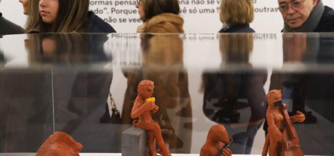 Artes Plásticas | 'Como a sombra a vida foge' de Isabel Meyrelles encerra com apresentação de projeto do INAC