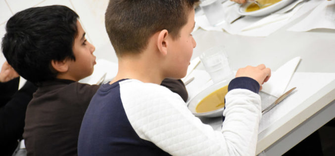 Ensino | Famalicão mantém oferta de refeições escolares durante as férias da Páscoa