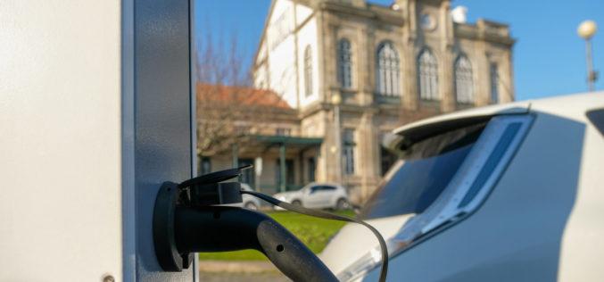 Ambiente | Poderão os automóveis elétricos vencer a crise da Covid-19?
