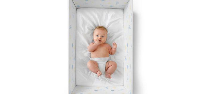Infância | Baby Box: bebés a dormir em berço de cartão