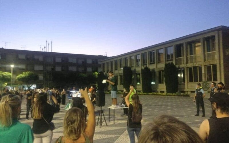 Animalia | Santo Tirso exige justiça pelos animais vítimas de incêndio na Serra d'Agrela