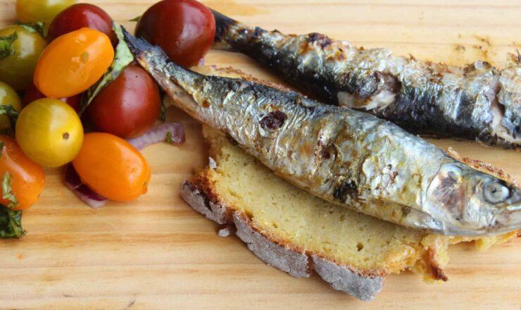 Da Horta para a Cozinha - salada+de+pimentos+com+Sardinhas+assadas + broa 01