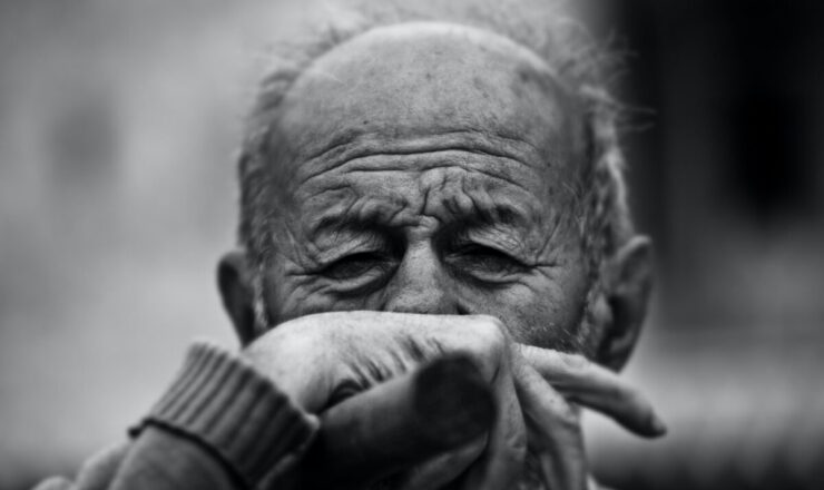 rad-cyrus-idoso-demência-isolamento-vMB_Zry1ix4-unsplash