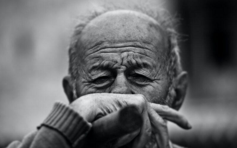 Covid-19 | Universidade de Coimbra avalia estudo avalia impacto do isolamento social no bem-estar físico e psicológico de adultos e idosos