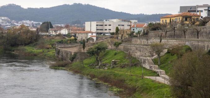 Urbanismo | Passadiço pedonal na margem direita do Cávado avança em Barcelos