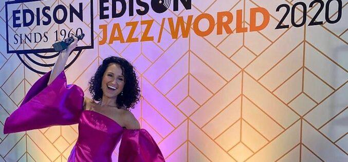 Música | Maria Mendes, a caminho dos Grammy, vence um Edison com o disco 'Close to Me'